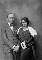 Roger-Viollet | 882007 | Sergei Prokofiev (1891-1953), Russian pianist and composer, and his wife, Lina Llubera (Carolina Codina, 1897-1989), Spanish soprano. Paris, July 1924. Photograph by Boris Lipnitzki (1887-1971). | © Boris Lipnitzki / Roger-Viollet