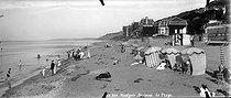 Roger-Viollet | 883091 | Beuzeval-Houlgate (Calvados). The beach. | © Neurdein / Roger-Viollet