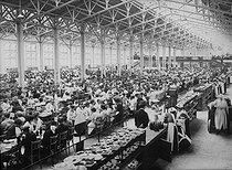 Roger-Viollet | 883673 | World War I. Canteen at the Citroën factories. 143 quai de Javel. Paris, 1917. | © Jacques Boyer / Roger-Viollet