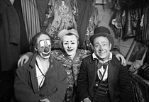 Roger-Viollet | 885248 | The Fratellini Brothers, Albert, François and Paul, Italian-born French clowns, in their dressing room of the Medrano Circus. | © Albert Harlingue / Roger-Viollet
