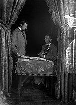 Roger-Viollet | 892185 | Photographic effect. Bilocation by Henri Roger, 1893. | © Henri Roger / Roger-Viollet