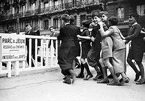Roger-Viollet | 892628 | World War II. Park for children and forbidden to Jewish people. Paris, November 1942. | © LAPI / Roger-Viollet