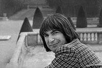 Roger-Viollet | 892875 | Serge Lama (born in 1943), French singer. France, 1976. | © Patrick Ullmann / Roger-Viollet