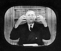 Roger-Viollet | 894386 | President de Gaulle at the television. France, 1960-1961. | © Roger-Viollet / Roger-Viollet