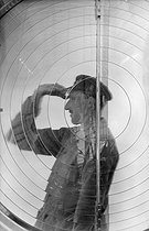 Roger-Viollet | 897532 | Lighthouses. Lighthouse keepers. Antifer (France), 1931-1934. Photograph by François Kollar (1904-1979). Paris, Bibliothèque Forney. | © François Kollar / Bibliothèque Forney / Roger-Viollet