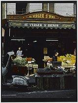 Roger-Viollet | 898117 |  Au verger Saint-Denis , 23 rue du Faubourg Saint-Denis. Paris (Xth arrondissement), 1981. Photograph by Felipe Ferré. Paris, musée Carnavalet. | © Felipe Ferré / Musée Carnavalet / Roger-Viollet