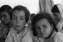 Roger-Viollet | 898714 | School built by the soldiers for the children of the village of M'Zaourat, Mascara Area, during the Algerian War of Independence. Algeria, Summer 1961. | © Jean-Pierre Laffont / Roger-Viollet