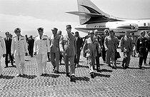 Roger-Viollet | 902769 | The General Charles de Gaulle (1890-1970), French statesman, with the General Salan, de Soustelle, Guichard and Jacquinot. Algeria, on June 4, 1958. | © Bernard Lipnitzki / Roger-Viollet
