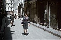 Roger-Viollet | 903676 | World War II. In the Marais, rue des Ecouffes. The yellow star must be worn since May 29, 1942, Paris (IVth arr.). Photograph by André Zucca (1897-1973). Bibliothèque historique de la Ville de Paris. | © André Zucca / BHVP / Roger-Viollet