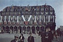 Roger-Viollet | 904188 | World War II. Liberation of Paris. Photograph by André Zucca (1897-1973). Bibliothèque historique de la Ville de Paris. | © André Zucca / BHVP / Roger-Viollet