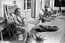 Roger-Viollet | 905857 | Louis-Ferdinand Céline (1894-1961), French writer. Meudon (Hauts-de-Seine), 1955-1956. | © Bernard Lipnitzki / Roger-Viollet