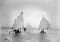 Roger-Viollet | 907282 | France - Sand yacht competition | © Maurice-Louis Branger / Roger-Viollet