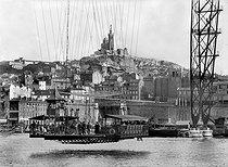 Roger-Viollet | 907700 | The gondola of the transporter bridge crossing the old port. Marseilles (France). | © CAP / Roger-Viollet
