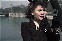 Roger-Viollet | 909225 | World War II. On the banks of the Seine, Paris. Photograph by André Zucca (1897-1973). Bibliothèque historique de la Ville de Paris. | © André Zucca / BHVP / Roger-Viollet