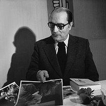 Roger-Viollet | 913626 | François Mitterrand (1916-1996), French politician, looking at phographs of him. Paris, February 1978. | © Kathleen Blumenfeld / Roger-Viollet