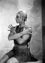 Roger-Viollet | 915975 | Apollo (Apollon musagète) | © Boris Lipnitzki / Roger-Viollet