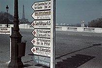 Roger-Viollet | 917004 | World War II. German signposts, place de la Concorde, Paris. Photograph by André Zucca (1897-1973). Bibliothèque historique de la Ville de Paris. | © André Zucca / BHVP / Roger-Viollet