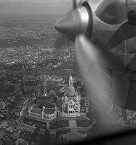 Roger-Viollet | 918758 | Aerial view of the Sacré-Coeur at Montmartre. Paris (XVIIIth arrondissement), around 1937-1938. | © Gaston Paris / Roger-Viollet