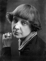 Roger-Viollet | 921976 | Marina Tsvetaïeva (1892-1941), Russian poet. Paris, 1925. | © Pierre Choumoff / Roger-Viollet