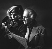 Roger-Viollet | 923112 | Abel Gance (1889-1981), French director and Nelly Kaplan (born in 1936), Argentinian-born French director and writer. November 1956. | © Boris Lipnitzki / Roger-Viollet