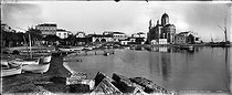 Roger-Viollet | 923317 | Saint-Raphaël (Var). Panorama. The port and the church. | © Neurdein / Roger-Viollet