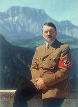 Roger-Viollet | 923691 | Nazi Germany. Adolf Hitler (1889-1945), German statesman, at the Berghof. Berchtesgaden (Germany). | © Roger-Viollet / Roger-Viollet