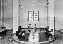 Roger-Viollet | 925749 | Une piscine alimentée par une source d'eau chaude. Japon, 1936. | © Jacques Boyer / Roger-Viollet