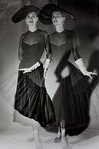 Roger-Viollet | 927362 | Black crepe de Chine dress, Lanvin collection | © Janine Niepce / Roger-Viollet