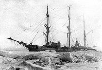 Roger-Viollet | 929971 | The  Pourquoi pas? , Captain Charcot's icebound ship, 1908-1909. | © Roger-Viollet / Roger-Viollet