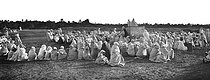 Roger-Viollet | 932152 | Great prayer in the Sahara | © Léon & Lévy / Roger-Viollet