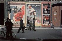 Roger-Viollet | 932641 | World War II. Propaganda posters. Photograph by André Zucca (1897-1973). Bibliothèque historique de la Ville de Paris. | © André Zucca / BHVP / Roger-Viollet