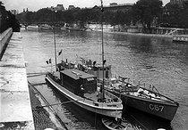 Roger-Viollet | 932669 | Le nouveau yacht école de TSF. Paris, vers 1920. | © Roger-Viollet / Roger-Viollet