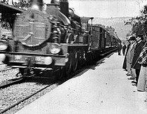 Roger-Viollet | 935177 | ARRIVAL OF A TRAIN AT LA CIOTAT TRAIN STATION | © Association Frères Lumière / Roger-Viollet