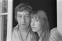 Roger-Viollet | 936578 | Serge Gainsbourg (1928-1991), French singer-songwriter, and Jane Birkin (born in 1946), English actress and singer, 1969. Photograph by Georges Kelaïditès (1932-2015). | © Georges Kelaïditès / Roger-Viollet