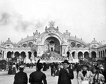 Roger-Viollet | 937225 | 1900 World Fair in Paris. The Water tower. | © Léon & Lévy / Roger-Viollet