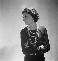 Roger-Viollet | 939622 | Coco Chanel (1883-1971), couturière française. Paris, octobre 1936. | © Boris Lipnitzki / Roger-Viollet