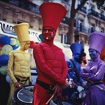 Roger-Viollet | 942991 | Gay Pride. Paris, 2009. | © Catherine Deudon / Roger-Viollet