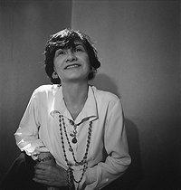 Roger-Viollet | 945052 | Coco Chanel (1883-1971), couturière française. Paris, juillet 1936. | © Boris Lipnitzki / Roger-Viollet