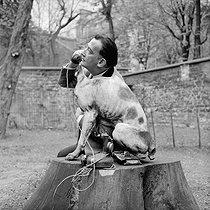 Roger-Viollet | 946564 | Salvador Dali (1904-1989), Spanish painter and engraver. Paris, 1956. | © Bernard Lipnitzki / Roger-Viollet