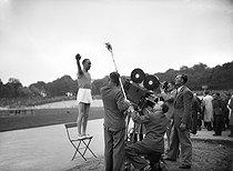 Roger-Viollet | 946652 | War 1939-1945. Oath of the athlete filmed by news. Vincennes's stage(stadium), in May, 1944. LAP-25388 | © LAPI / Roger-Viollet