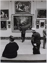Roger-Viollet | 949529 | Exhibition of paintings from the reserve collection at the Louvre museum. Paris, 1967-1982. Photograph by Jean Marquis (1926-2019). Bibliothèque historique de la Ville de Paris. | © Jean Marquis / BHVP / Roger-Viollet