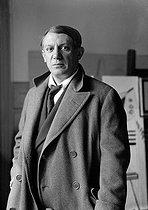 Roger-Viollet | 950739 | Pablo Picasso (1881-1973), Spanish painter. Paris, around 1928. | © Albert Harlingue / Roger-Viollet