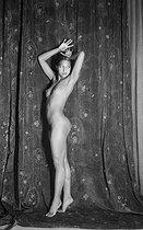 Roger-Viollet   950911   Josephine Baker (1906-1975), American variety artist. Photoshoot at Paul Colin's studio. Paris, in May 1926.   © Boris Lipnitzki / Roger-Viollet