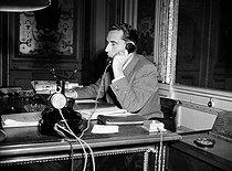 Roger-Viollet | 958832 | François Mitterrand (1916-1996), French politician, after his resignation from the Laniel Government. Paris, on September 3rd, 1953. | © Roger-Viollet / Roger-Viollet