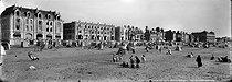 Roger-Viollet | 959659 | Wimereux( Pas-de-Calais). The beach. Around 1900. | © Léon & Lévy / Roger-Viollet