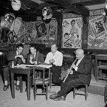 Roger-Viollet | 961414 | From left to right: Sidney Bechet, Gilles Thibaut, Benny Vasseur, Claude Luter, at the Vieux-Colombier. Paris, 1955. | © Roger-Viollet / Roger-Viollet