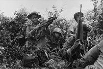 Roger-Viollet | 961813 | Government soldiers fighting against the  Khmer Rouge . Cambodia, 1975. | © Françoise Demulder / Roger-Viollet