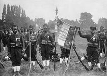 Roger-Viollet | 962865 | Paris - Flag of the 1st regiment of Senegalese infantrymen at the Longchamp racecourse | © Maurice-Louis Branger / Roger-Viollet
