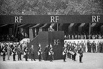 Roger-Viollet | 964291 | Presentation of the Constitution bill for the French Fifth Republic by General de Gaulle. At the bottom of the platform, on the centre : Pierre Lefranc. Paris, place de la République, on September 4, 1958. | © Bernard Lipnitzki / Roger-Viollet