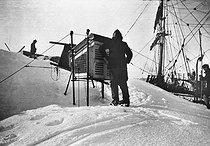 Roger-Viollet | 964619 | Expedition of Jean Charcot to Antartica (1908-1910). The weather station. | © Albert Harlingue / Roger-Viollet
